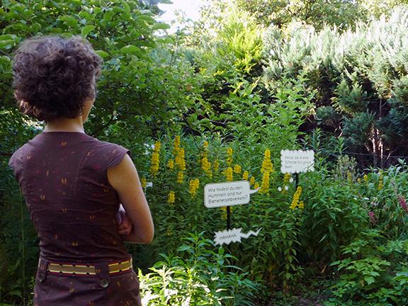 Ortsgespräche | Gartencomicleserin | © Marcus Müller